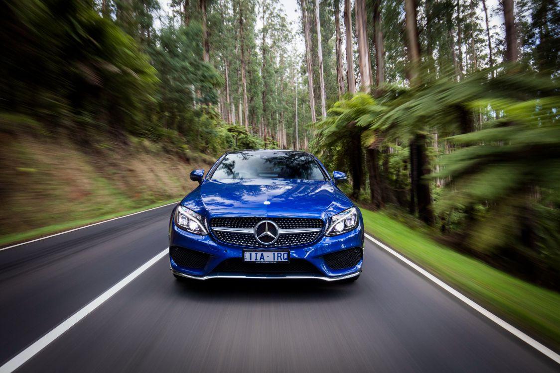 BMW m 3 Azul en la Carretera Entre Árboles Durante el Día. Wallpaper in 4096x2731 Resolution